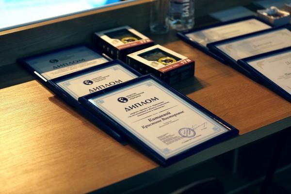 Выступление победителей КМУ и конкурса постерных докладов